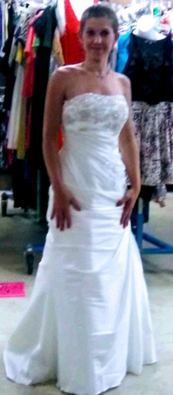 Photo Davids Bridal size 2 wedding gown
