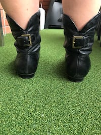 Pair of black leather ankle boots Randwick, 2031