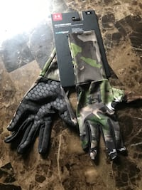 Under Armour gloves sz small Silver Spring, 20906