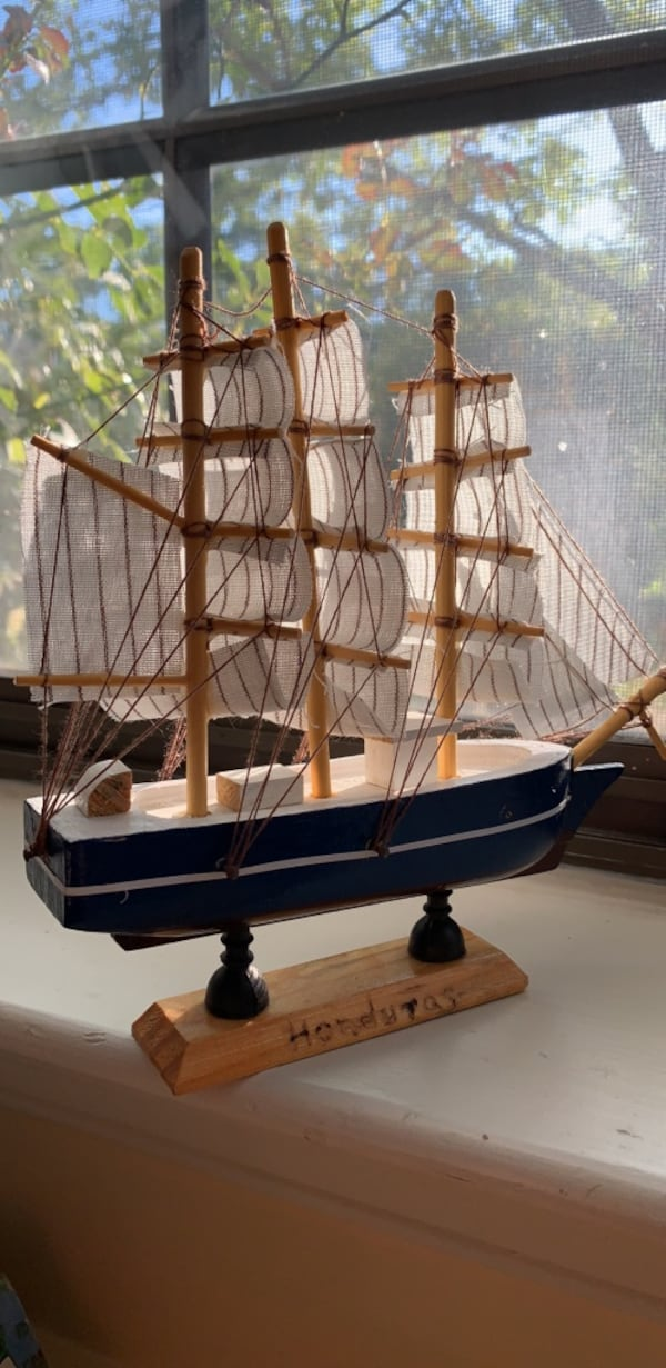 Handmade boat $15 or best offer  82c9a236-21aa-4981-aef4-4e40d8a7bb05