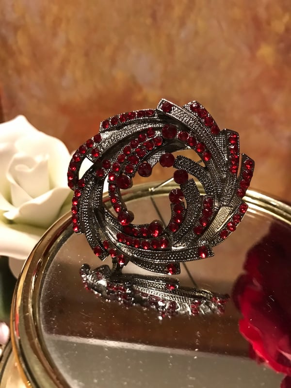 Pretty! Silver Red Ruby Stone Pin/Brooch aaf68b72-2066-4e08-a8d4-6faf46e2193f