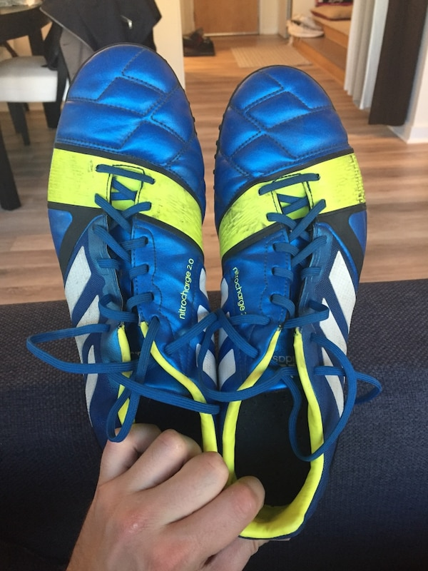 Adidas indoor soccer shoes Mens 10