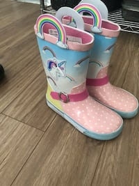 pair of white-and-pink rain boots Montréal, H8P 1C1