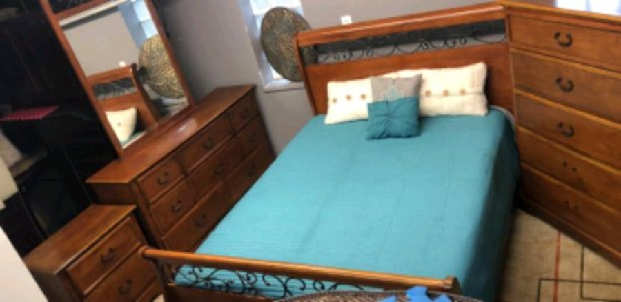 Queen bedroom set/delivery available e878a138-cabb-4ed1-ab14-7fd7eb5a1d56