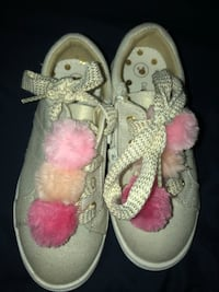 pair of white-and-pink sandals Ceres, 95307