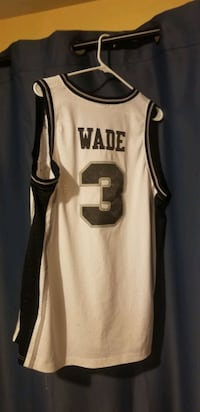 Size large stitched Dwayne Wade Marquette college jersey