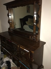 Dresser + mirror (like new) PRICE NEGOTIABLE  Germantown, 20874