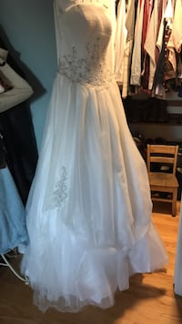 women's white floral wedding gown Western Springs, 60558