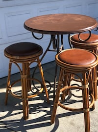 Table and barstools  San Clemente, 92673