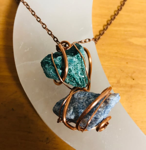 Malachite & Apatite Copper Necklace 3ebeed16-00a5-4fa3-82c4-7103cb2cc39e