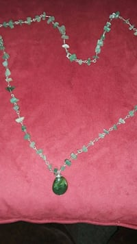 Jade Color Necklace. Horn Lake, 38637