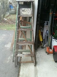 2 5ft wooden ladders Youngstown, 44505