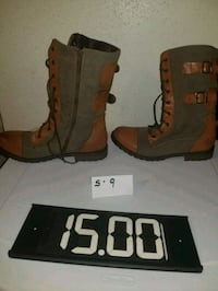pair of brown leather boots West Allis, 53219