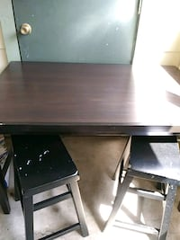 rectangular brown wooden table with 2 chairs di San Antonio, 78238