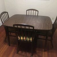 Table with 5 chairs and 2 leaves Richmond, 23237
