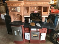 Brown and black little tikes kitchen play set Fairfax, 22030