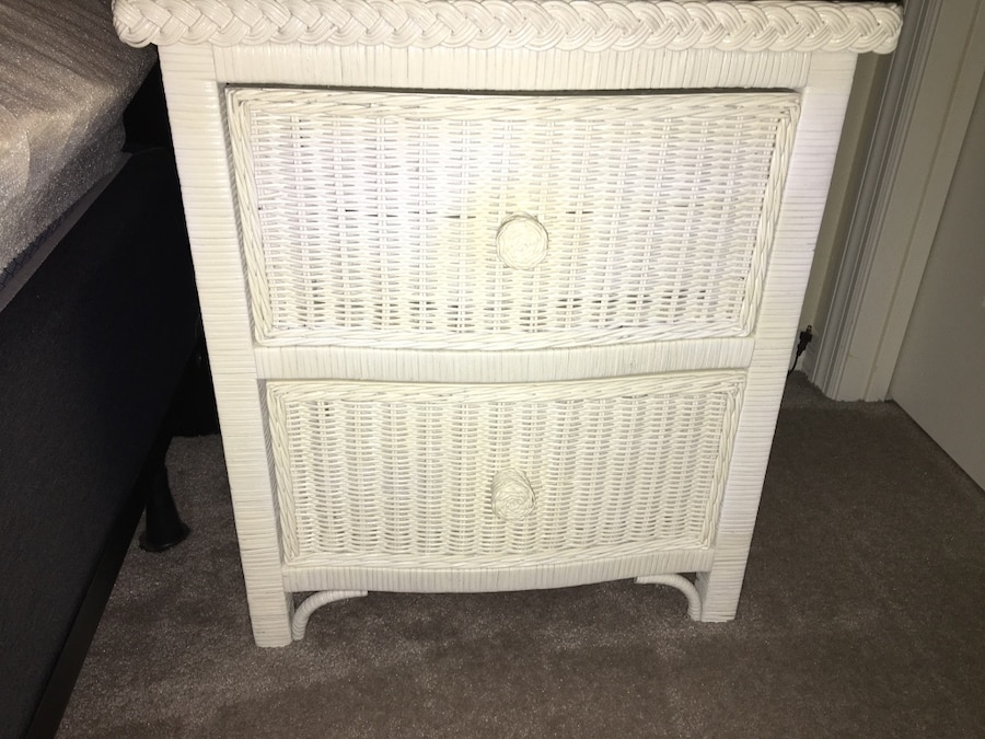 Photo White wicker bed room furniture