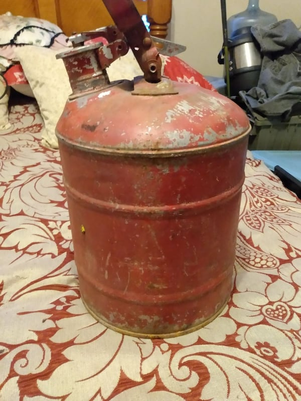 Antique gas can 0