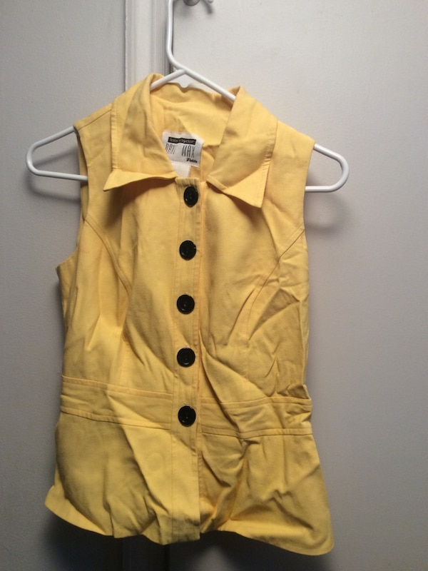fa9bc97a Used Yellow button up blouse for sale in Springfield - letgo