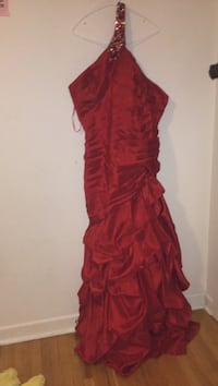 Women's red prom dress Ottawa, K2B 7T5