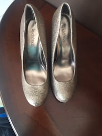 Le Chateu Heels Size 9 (Fit Like 8.5 St Catharines