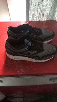 pair of black-and-gray Nike running shoes Purcellville, 20132