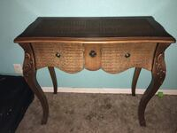 Beautiful table with gold detail  Spring Hill