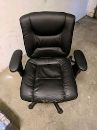 Black leather rolling office / computer chair Burnaby, V5A 4K7