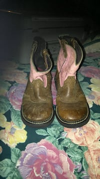 Pair of Brown Leather Cowgirl Boots Size 2 1/2 Piney Flats