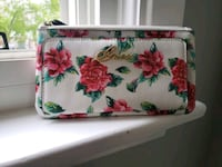 Guess white, green, and pink floral wallet Oshawa, L1G 6X5