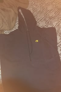 champion hoodie size small Central Saanich, V8Z 5Y2