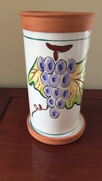 Terracotta decorated wine cooler with base