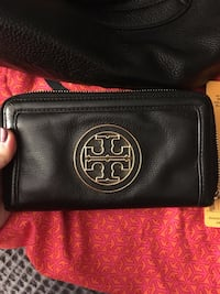 Tory Burch purse and wallet North Vancouver, V7R 2K7