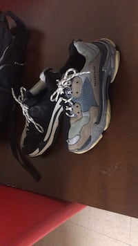 pair of gray-and-black Nike basketball shoes 41 km