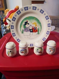 For Christmas shakers and four plates Baltimore, 21206
