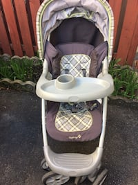 baby's white and gray Graco stroller Laval, H7L 4V2