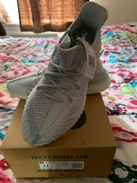 Yeezy boost 350 cloud white size 11 brand new in box 100% authentic Philadelphia, 19149