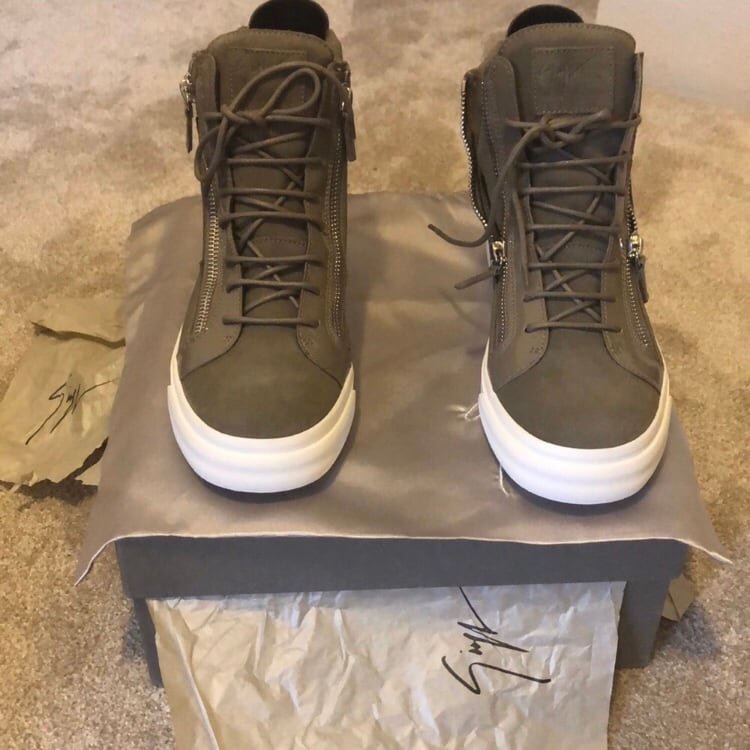 New in Box Giuseppe Zanotti Men's Hi lace sneakers size 10