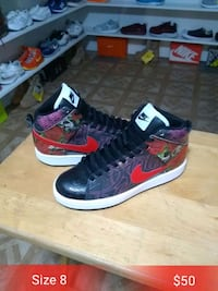 pair of black-and-red Nike basketball shoes Roxana, 62084