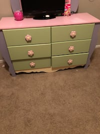 white and pink wooden dresser Houston, 77080