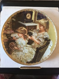 Beautiful hard to find Authentic RECO Collector plate. 3rd plate in the Moments at Home collection. Moments of Friendship plate #689MF. Bradex # 84-R60-50.3 Toronto, M1B 1Z9