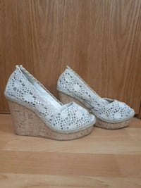 pair of white peep-toe platform pumps Calgary, T2K 3Y9