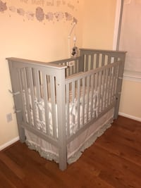 Baby's gray wooden pottery barn crib Vienna, 22182