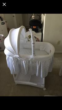 Baby's white bassinet Germantown, 20874