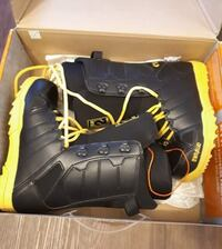 New snowboard Boots size 7 men's