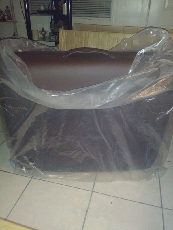 Massage Table. 17831ca9-5158-4fd2-a48e-9e5576b0e5fe