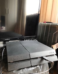 Ps4 with 32in tv 552 km