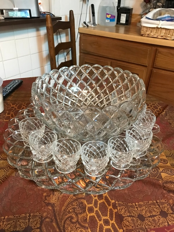 Vintage Tiffany crystal bunch bowl, plate and cups d2dd8fcc-90bb-414f-ad78-be78687bf7e0