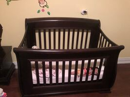 Complete nursery set, crib