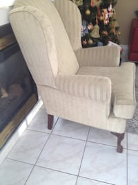 brown fabric 2-seat sofa  2 chairs for 80$